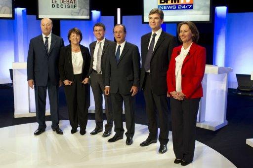 De izquierda a derecha, Baylet, Aubry, Valls, Hollande, Montebourg, y Royal en el último debate (afp)