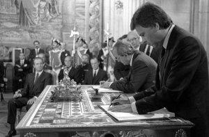 1985-Madrid-El-presidente-del-_54358823115_53389389549_600_396