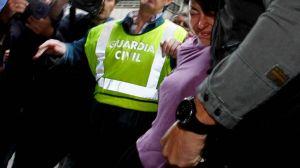 Rosario Porto, conducida por agentes de la Guardia Civil // Foto: Álvaro Ballesteros (La voz de Galicia)